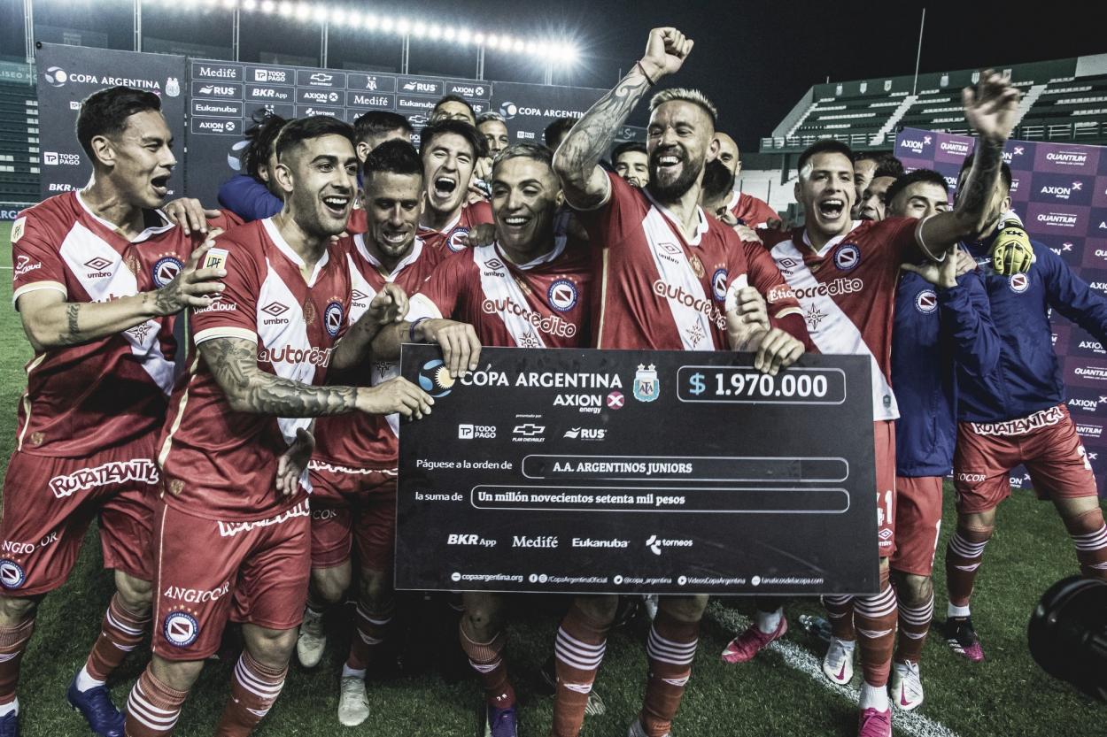 Argentinos Juniors festejando su pase a cuartos de final