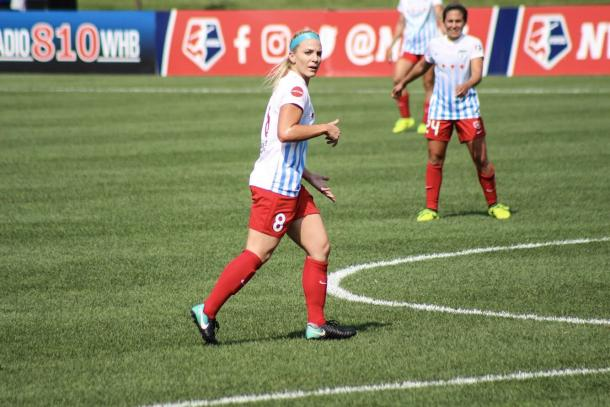 Julie Ertz dominates the center midfield for Chicago | Source: Cindy Lara - VAVEL USA