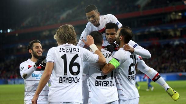 Los jugadores del Leverkusen celebran el gol de Volland | Foto: Bayer Leverkusen