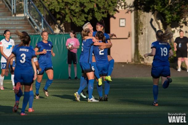 Seattle Reign celebrating forward Naomi Kawasumi's goal in he 32nd minute | Source: VAVEL USA - Brandon Farris