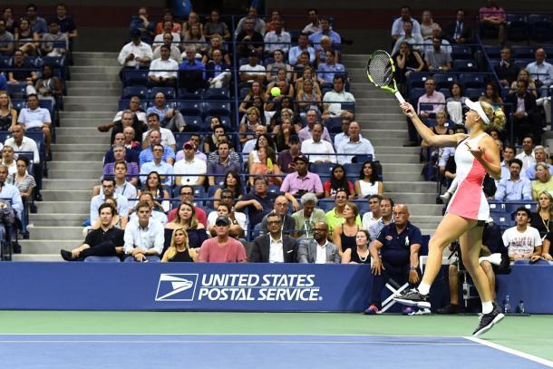 Caroline Wozniacki hits a forehand during her semifinal match at the US Open. (Photo: Garrett Ellwood/USTA)