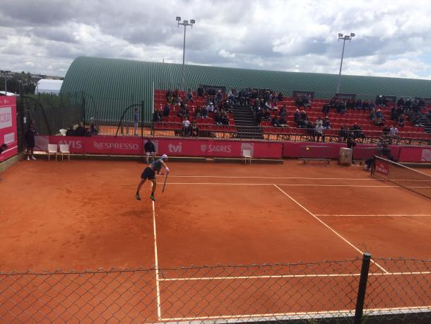 Tim Smyczek playing against Fred Gil at the Millennium Estoril Open Court 3 (Photo by Pedro Cunha / VAVEL USA)