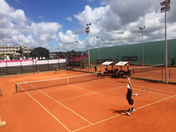 Kevin Anderson practicing with Kyle Edmund at the Millennium Estoril Open (Photo by Pedro Cunha / VAVEL USA)