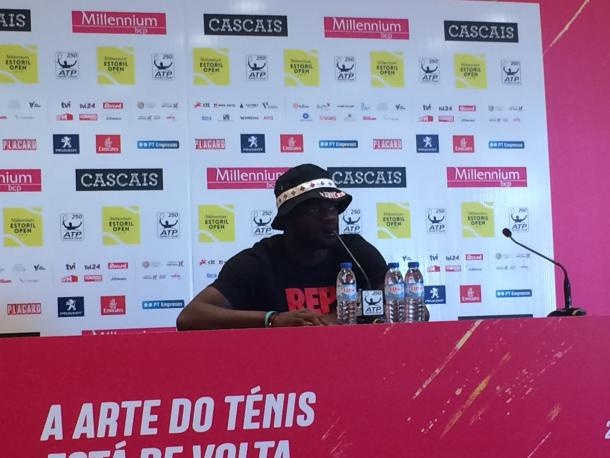 Frances Tiafoe with a different visual at the press conference. (Photo by Pedro Cunha / VAVEL USA)