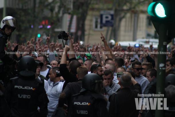 El ambiente comenzaba a caldearse. Los ultras polacos incluían hasta menores de edad. | FOTO: Fernando Navarro - VAVEL España