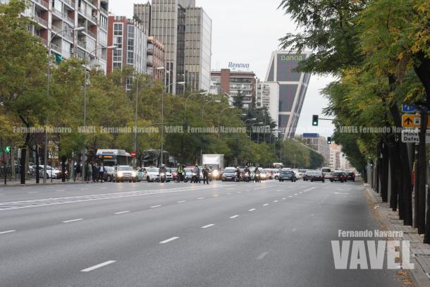 El Paseo de la Castellana cerrado a cal y canto a la altura del Santiago Bernabéu. | FOTO: Fernando Navarro - VAVEL España