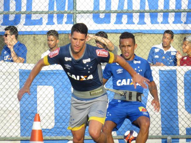 Thiago Neves e Rafinha, rivais na Arábia, trabalharam a parte física durante jogo-treino (Foto: Matheus Adler/VAVEL Brasil)