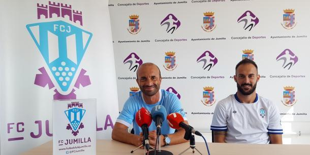 Ángel Cuéllar y Andrés Sánchez en rueda de prensa   Foto: www.fulbolclubjumilla.es