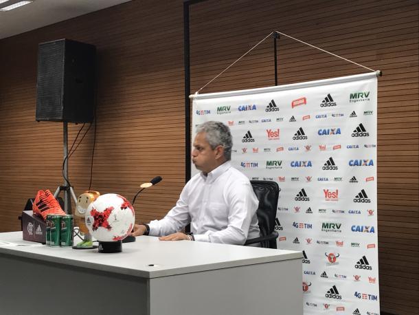 Rueda chegou visivelmente irritado à sala de coletiva no Maracanã (Foto: Bárbara Mendonça/VAVEL Brasil)