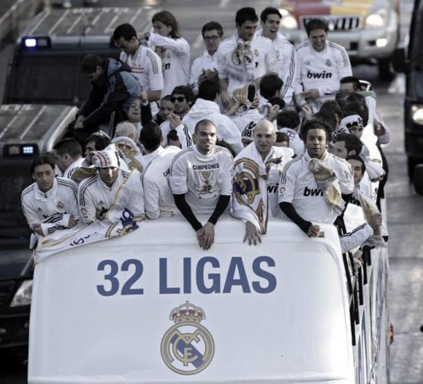 El Real Madrid celebrando La Liga por las calles de la ciudad