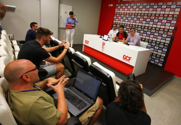 Presentación de Licá con el Granada CF | Foto: AL Juárez