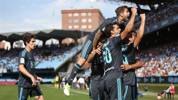 Los jugadores de la Real celebran el gol de Juanmi en Vigo. Foto: Real Sociedad