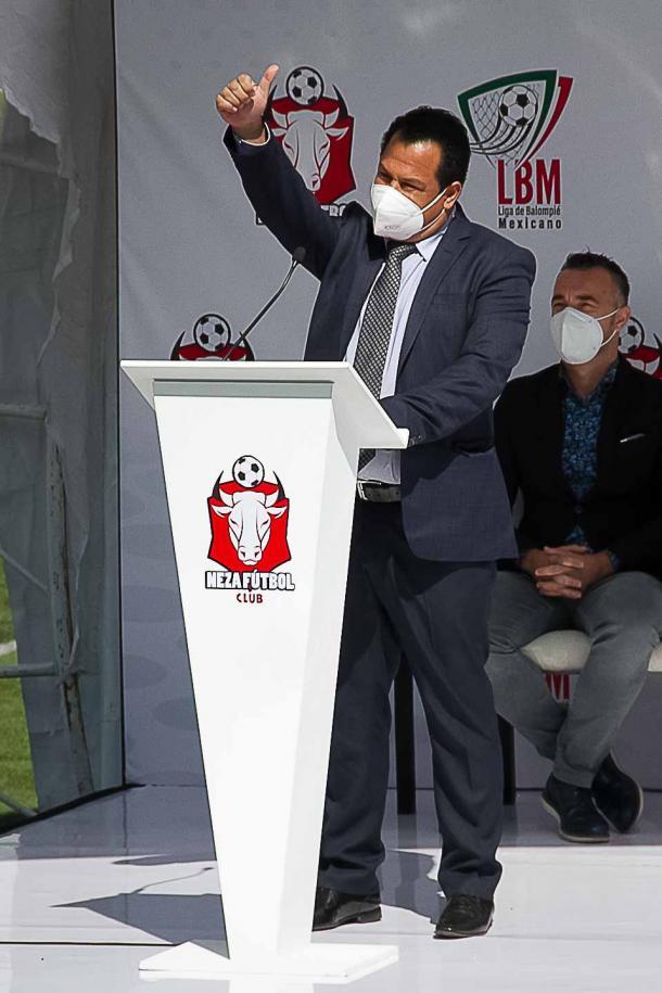 Vázquez mandó saludos a la afición de Neza presente.