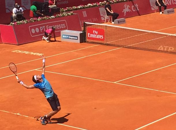 Leonardo Mayer serving in his first round match against local wildcard, Pedro Sousa, at the Millennium Estoril Open. (Pedro Cunha/VAVEL)