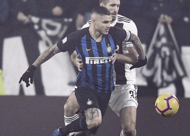 Icardi peleo ante los defensores I Foto: @Inter