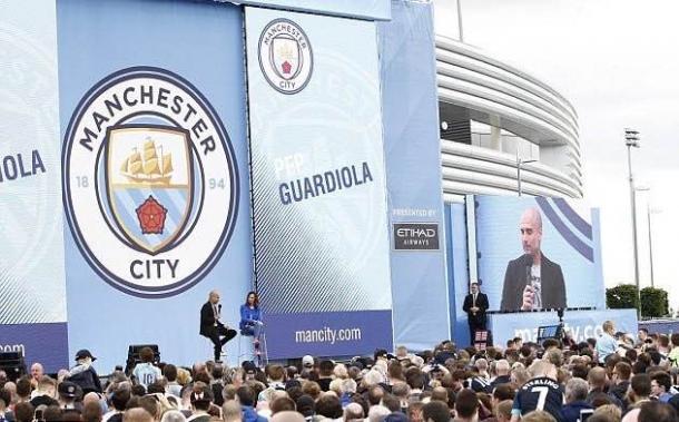 Pep Guardiola fue presentado ante más de 6000 personas |Foto: MCFC