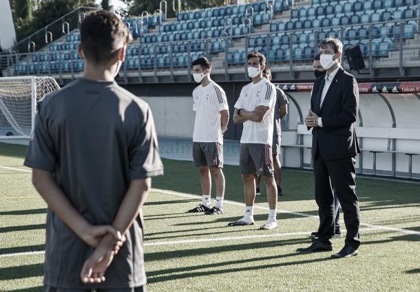 Explicaciones antes del primer día de entrenamiento. Foto: Real Madrid