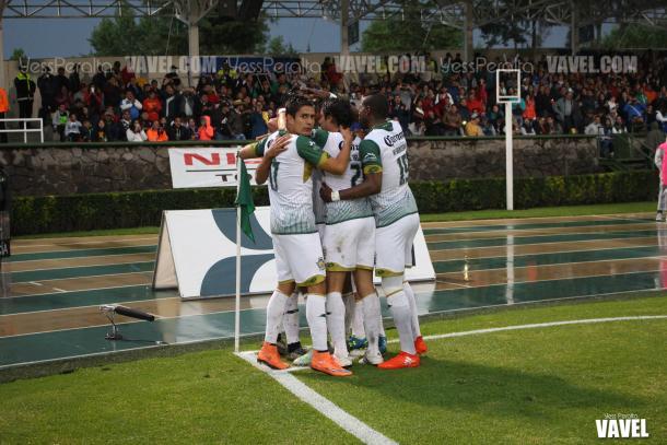 Potros en el festejo del primer gol, a cargo de Tony López