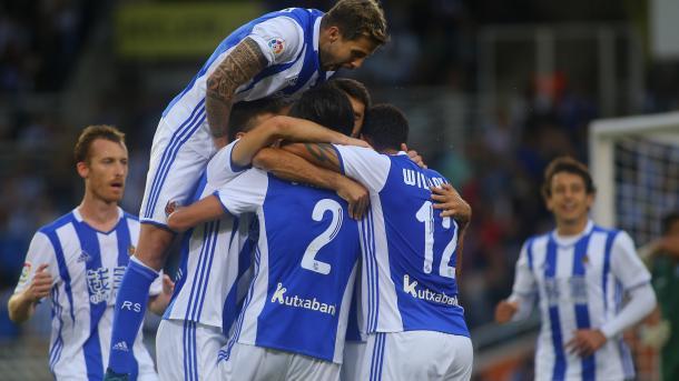 Los jugadores de la Real celebran uno de los tantos logrados ante el Alavés | Foto: Oscar Alonso