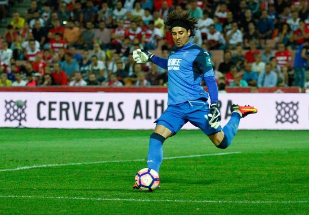 Guillermo Ochoa disputó todos los partidos de la temporada con el Granada CF | Foto: Antonio L. Juárez