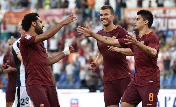 Pie de foto> La tripleta de la Roma celebrando un gol. | Foto: Il Calcio Magazine