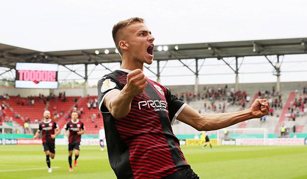 ¡Festejo de gol del Ingolstadt! / foto: @DFB_Pokal
