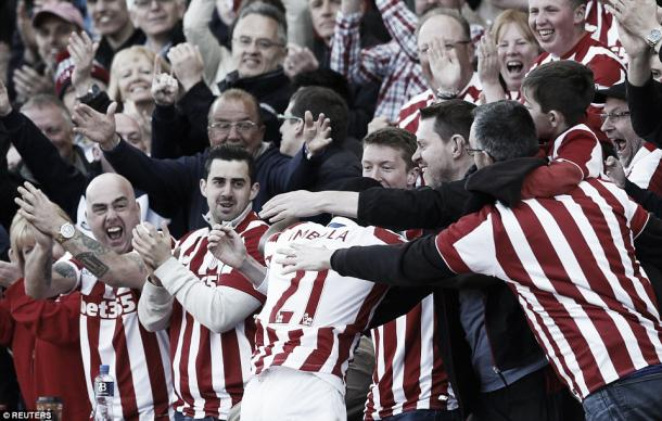 Above: Gianeli Imbula celebrates with the Stoke City fans in their 2-1 win over West Ham | Photo: Reuters