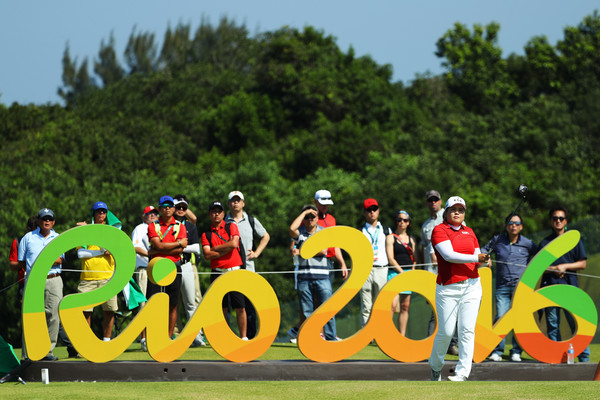 Inbee Park watches her tee shot from the 16th hole during the first round of the women's golf tournament in Rio/Photo: Scott Halleran/Getty Images