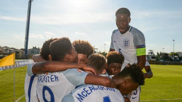 Celebración de la selección inglesa sub-17 | Foto: www.uefa.com
