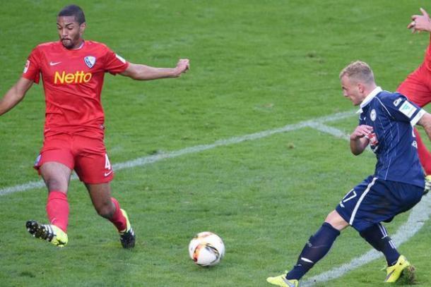 Cacutalua going for a block for Bochum against Bielefeld's Christoph Hemlein | Photo: Westfalen-Blatt/Thomas F. Starke