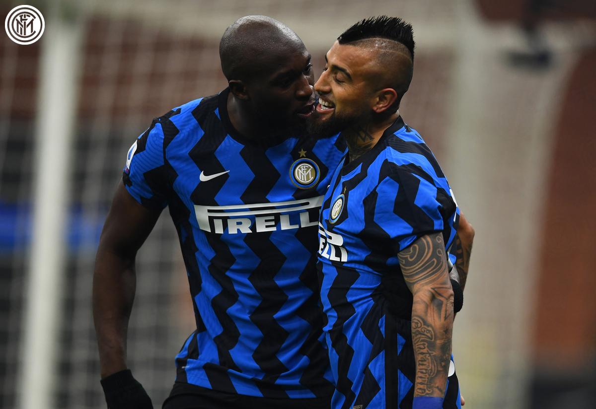 Lukaku y Arturo festejan el 1-0, que dio lugar a un justo triunfo / Foto: Inter