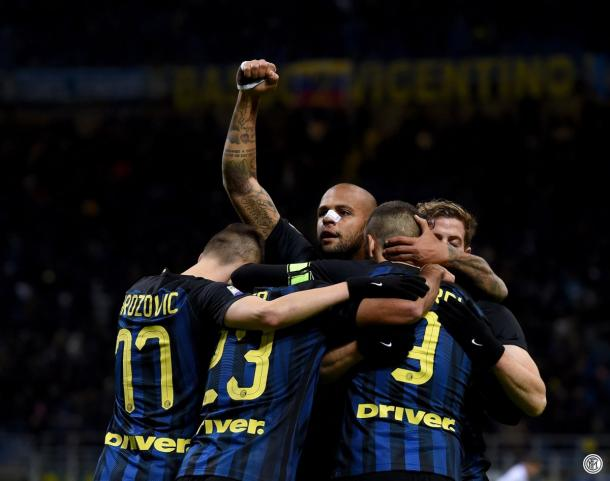 Varios jugadores nerazzurri celebran el último tanto de Icardi | Foto: FC Inter