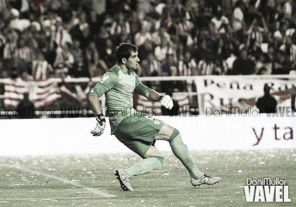 Iraizoz saca de puerta durante un partido (imagen de archivo) | Fotografía: Dani Mullor / VAVEL
