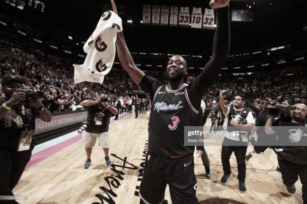 Wade celebra tras anotar el 'game-winner' contra los Warriors el 27 de febrero de 2019   Foto: Isaac Balidzon, GettyImages