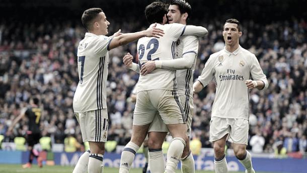 Isco y sus compañeros celebran un gol ante el Espanyol | Foto: Twitter oficial Real Madrid