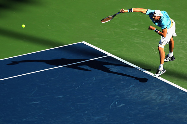 Isner serves into the semifinals. Photo: Rob Carr/Getty Images