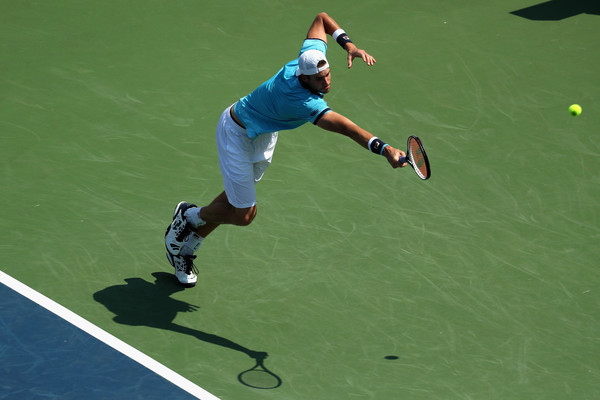 Isner lunges for a backhand during his semifinal loss. Photo: Rob Carr/Getty Images