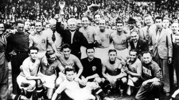 La Italia de Vittorio Pozzo celebra su segundo triunfo consecutivo en un Mundial (Foto: es.fifa.com)