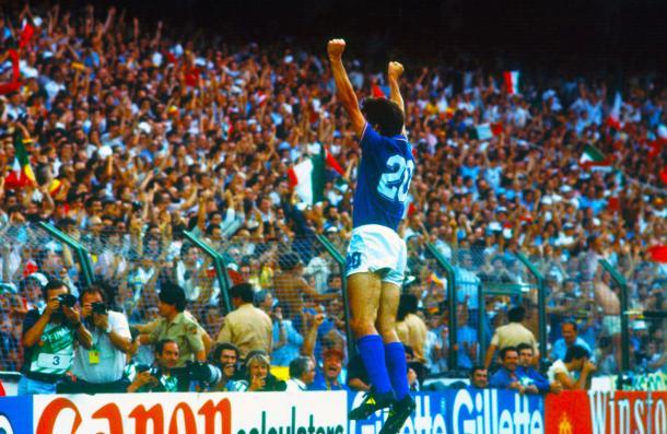 Paolo Rossi celebra su gol en la final del Mundial 1982. | Foto: Forza27