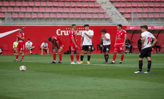 Iván Romero antes de lanzar el penalti / Foto: Tomás Yáñez (VAVEL.com)