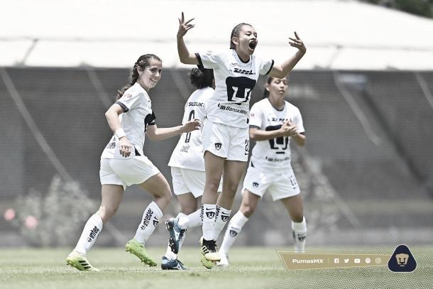 Jaquelín García festejando su gol Foto: Pumas MX