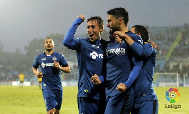 Varios jugadores del Getafe celebran el gol de Jorge Molina (min. 87) en la jornada 15 ante el Zaragoza | LaLiga