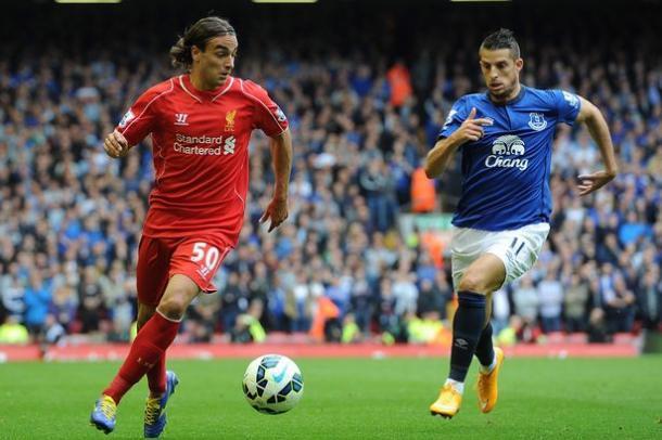 Markovic durante un derby con l'Everton. Fonte: http://i4.liverpoolecho.co.uk