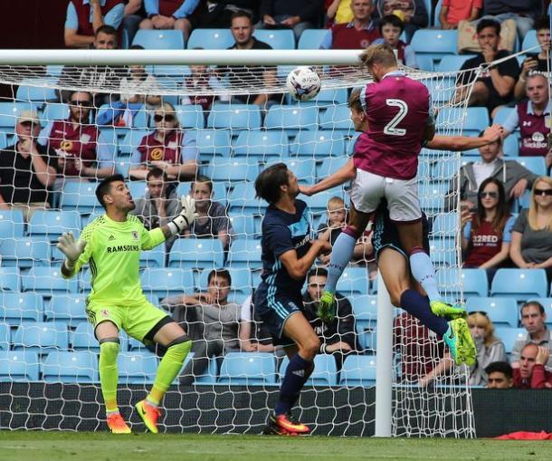 Valdés en un encuentro de pretemporada ante el Aston Villa. Foto: Gazette Live