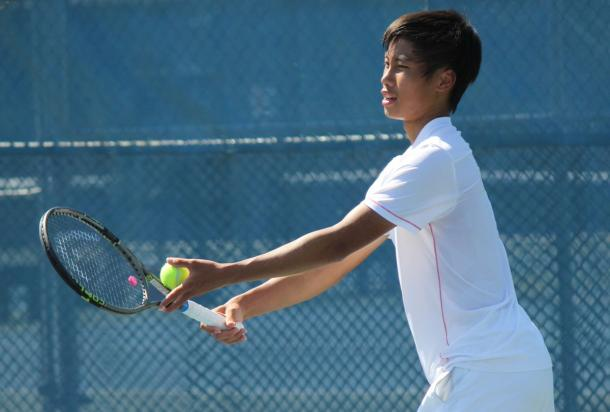 Jack Mingjie Lin prepares to hit a serve against Nicaise Muamba during the final of the 2016 U18 Rogers Junior National Championships. | Photo: Max Gao