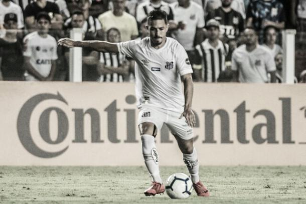 Jean Mota se preparando para o chute, que resultaria em gol (Foto: Ivan Storti/Santos FC)