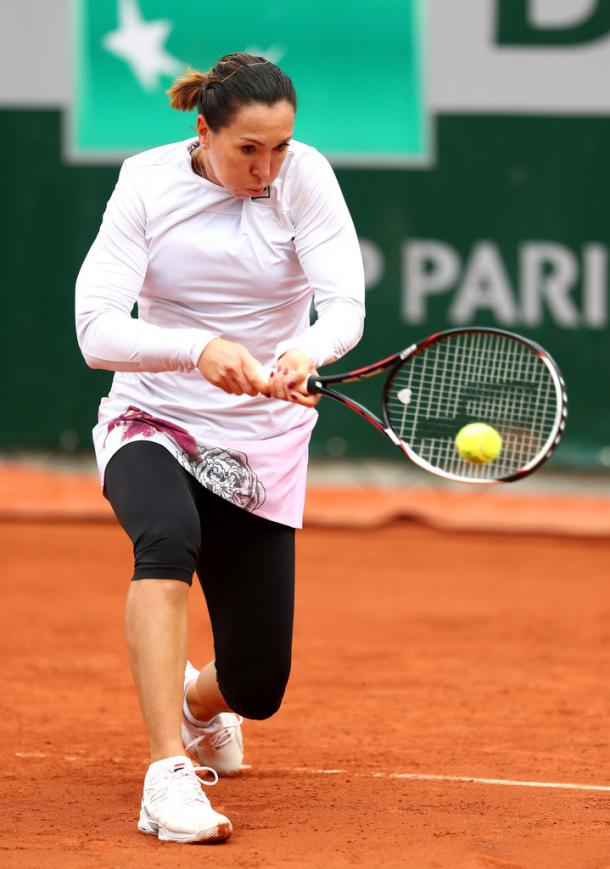 Jelena Jankovic hitting a backhand at the 2016 Roland Garros. | Photo: Jullan Finney/Getty Images
