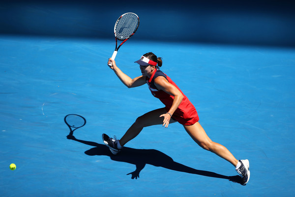 Jelena Jankovic reaches out for a shot at the Australian Open | Photo: Clive Brunskill/Getty Images AsiaPac