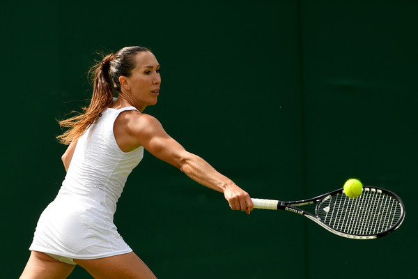 Jelena Jankovic returns a serve | Photo: Shaun Botterill/Getty Images Europe
