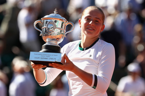 Jelena Ostapenko couldn't hide her delight during the entirety of the trophy ceremony | Photo: Julian Finney/Getty Images Europe